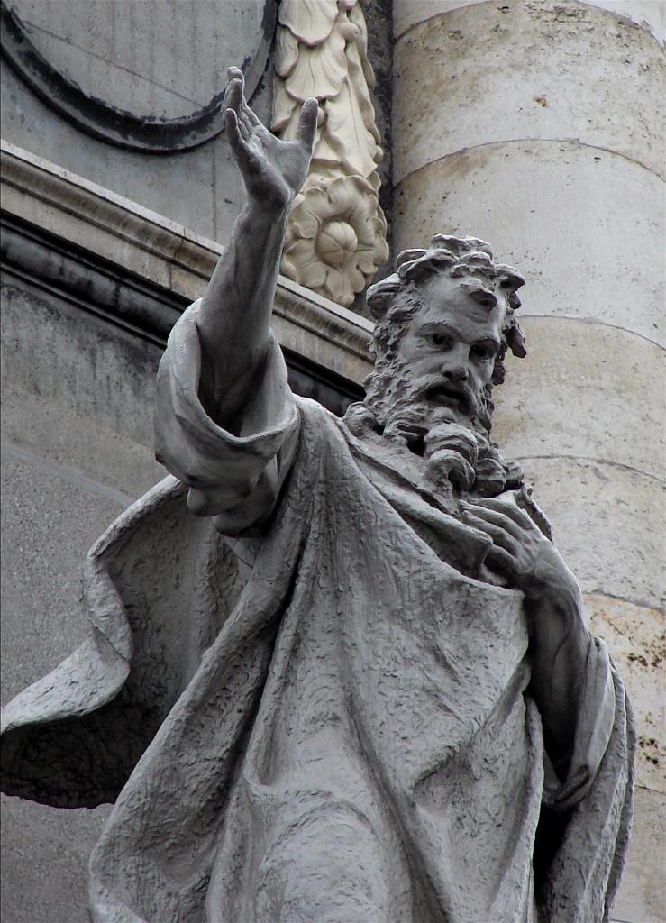 Santo Irineu, estátua no Vaticano