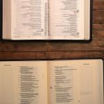 Quem dividiu a Bíblia em capítulos e versículos?