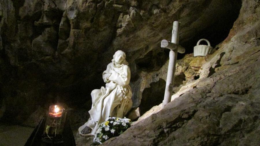 Caverna em que viveu São Bento