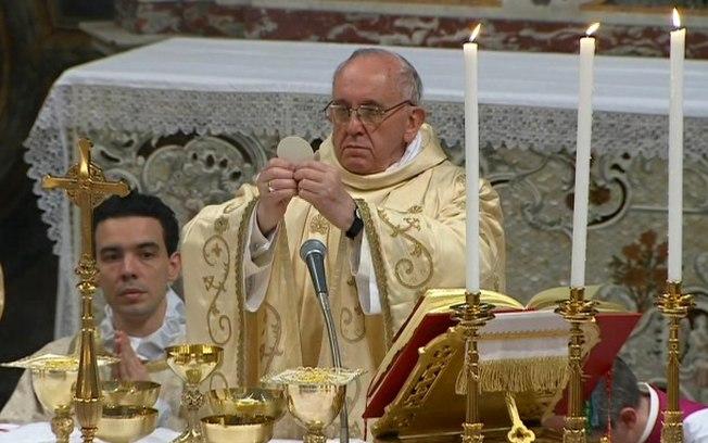 Papa Francisco celebrando a Santa Missa