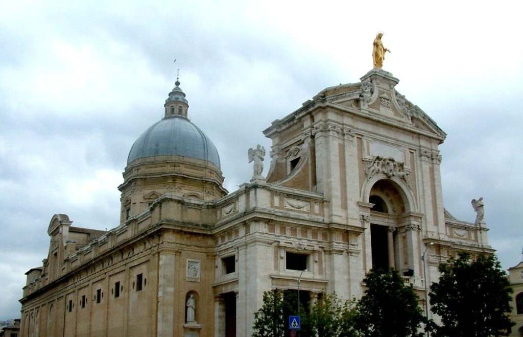 A Igreja de Porciúncula hoje fica dentro da Basílica de Santa Maria dos Anjos
