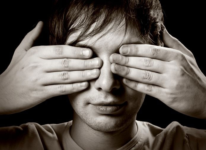 Maus hábitos causam cegueira
