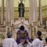 Jesus, no Santíssimo Sacramento, espera-nos com extrema misericórdia